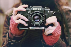 girl-camera-zenit-photo-wallpaper-1920x1280-5924030137